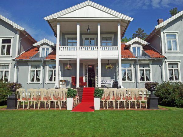 Vielse i hagen på Losby Gods - Bryllup