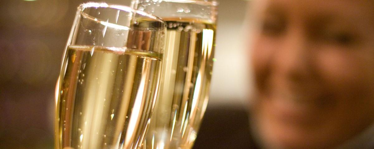 Champagnesmaking under kickoff på Losby Gods