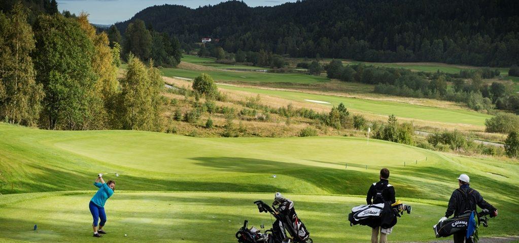 Kickoff på golfbanen på Losby Gods.