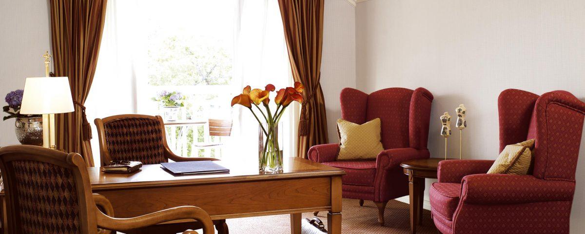 Salong i en av våre 2 etasjers suiter på Losby Gods.