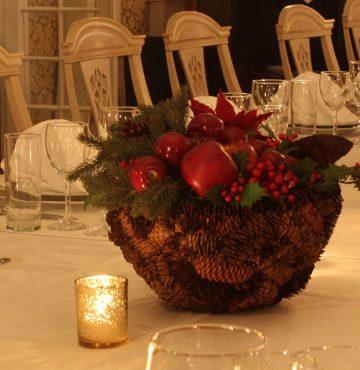 Bordet dekket til juleselskap i ballsalen på Losby Gods