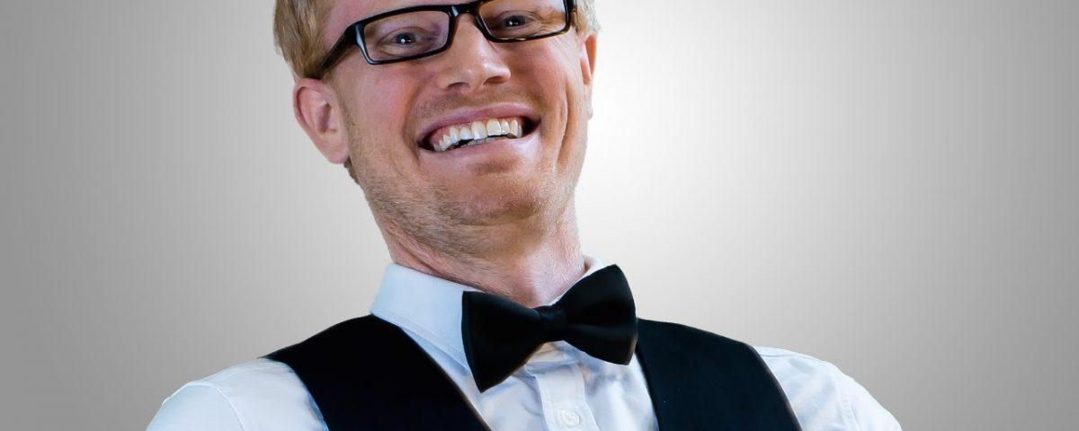 Henrik Morken Nielsen som skult servitør - aktivitet på Losby Gods